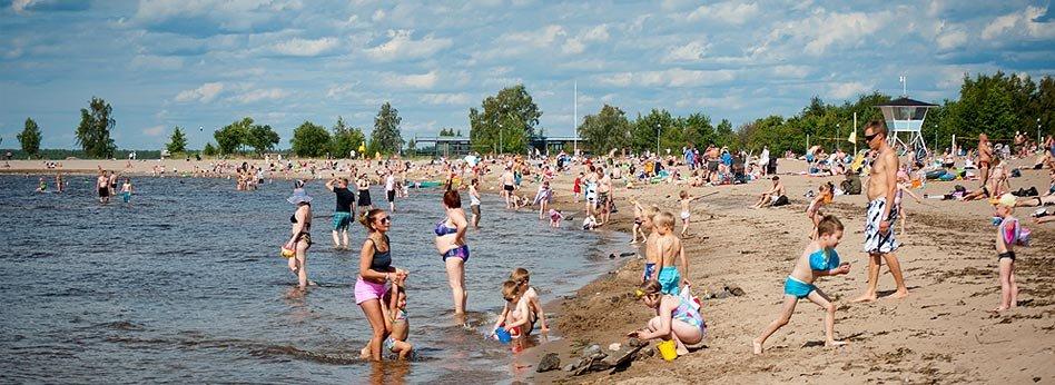 Vietä kesäpäivä Nallikarin hiekkarannalla. (Kuva: Oulun Matkailu Oy).