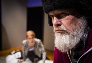 Mielensäpahoittajan miniä. (Oulun kaupunginteatteri. Kuva: Kati Leinonen).