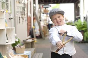 Pikku Pietarin torikujalla voivat vanhan ajan tunnelmasta nauttia lapsetkin.