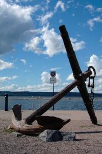 Vanha ankkuri Lahden satamassa.