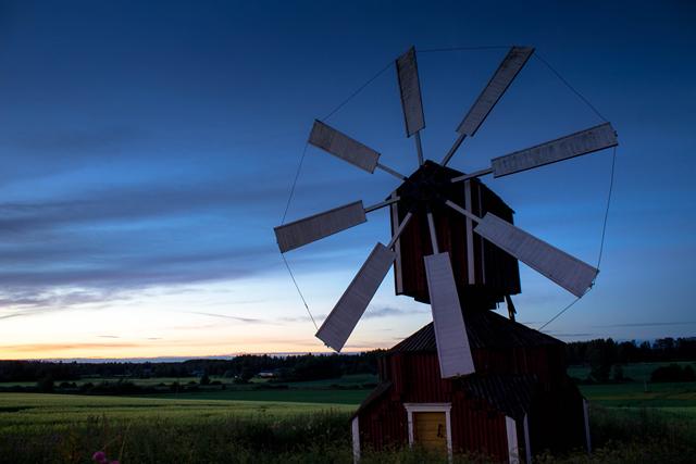 Jalasjärven lakeuksia ja tuulimylly. Kuva: Niko Saarinen Photography
