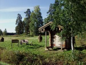 Perinneverstas Jalasjärven Justeeri - tienvarsimainontaa. Kuva: Taru Patteri