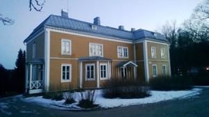 Ihastuttavassa Luukin kartanossa toimii kahvila. Luukkaan ulkoilualue, Espoo.