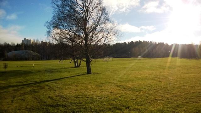 Aurinko ja Savelanpuiston harrastusmahdollisuuksia.