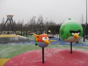 Angry Birds -leikkipuisto on kiva kohde koleallakin kelillä. Kuva: KivaaTekemistä.fi
