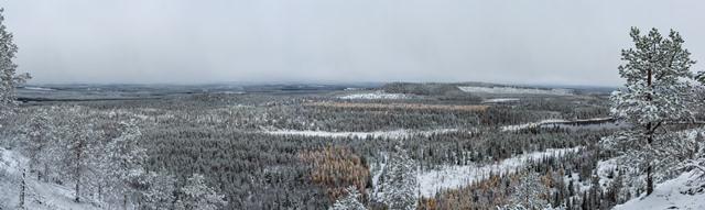 Rukan maisemia viereisen tunturin laelta, Kuusamo. Kuva: Niko Saarinen Photography