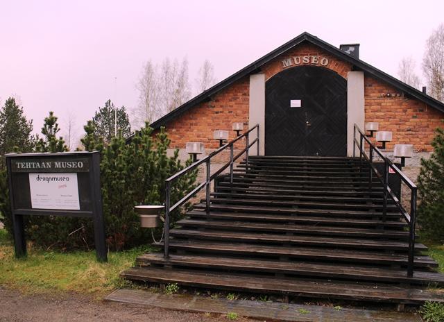 Iittalan tehtaan historiaa on nähtävillä vanhan Orvon tilan navettaan rakennetussa Designmuseo Iittalassa. Museo avattiin yleisölle 1971. Kuva: KivaaTekemistä.fi