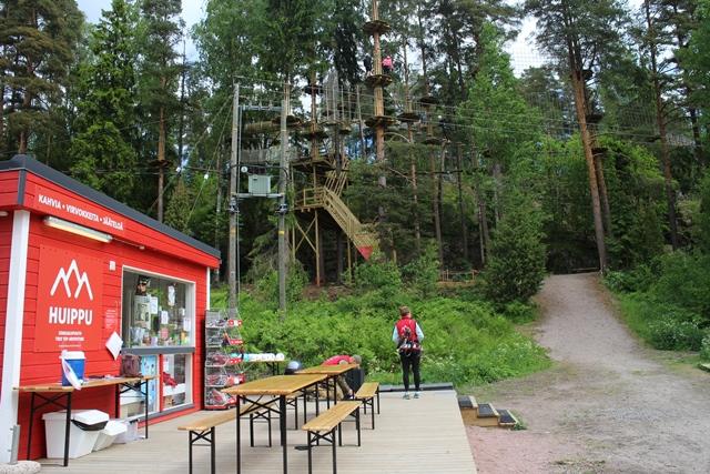 Seikkailupuisto Huipun huoltorakennus ja kioski. Kuva: KivaaTekemistä.fi