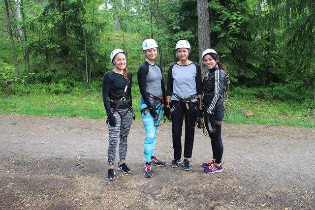 Mbarin työntekijät Adreane, Nelli, Johanna ja Jessica olivat lähteneet seikkailemaan porurukalla – ja kivaa oli! Kuva: KivaaTekemistä.fi