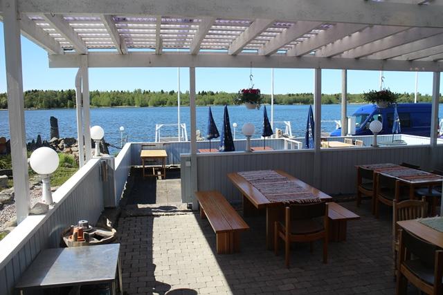 Sinisen Hetken terassilta on upeat näkymät. Kuva: KivaaTekemistä.fi