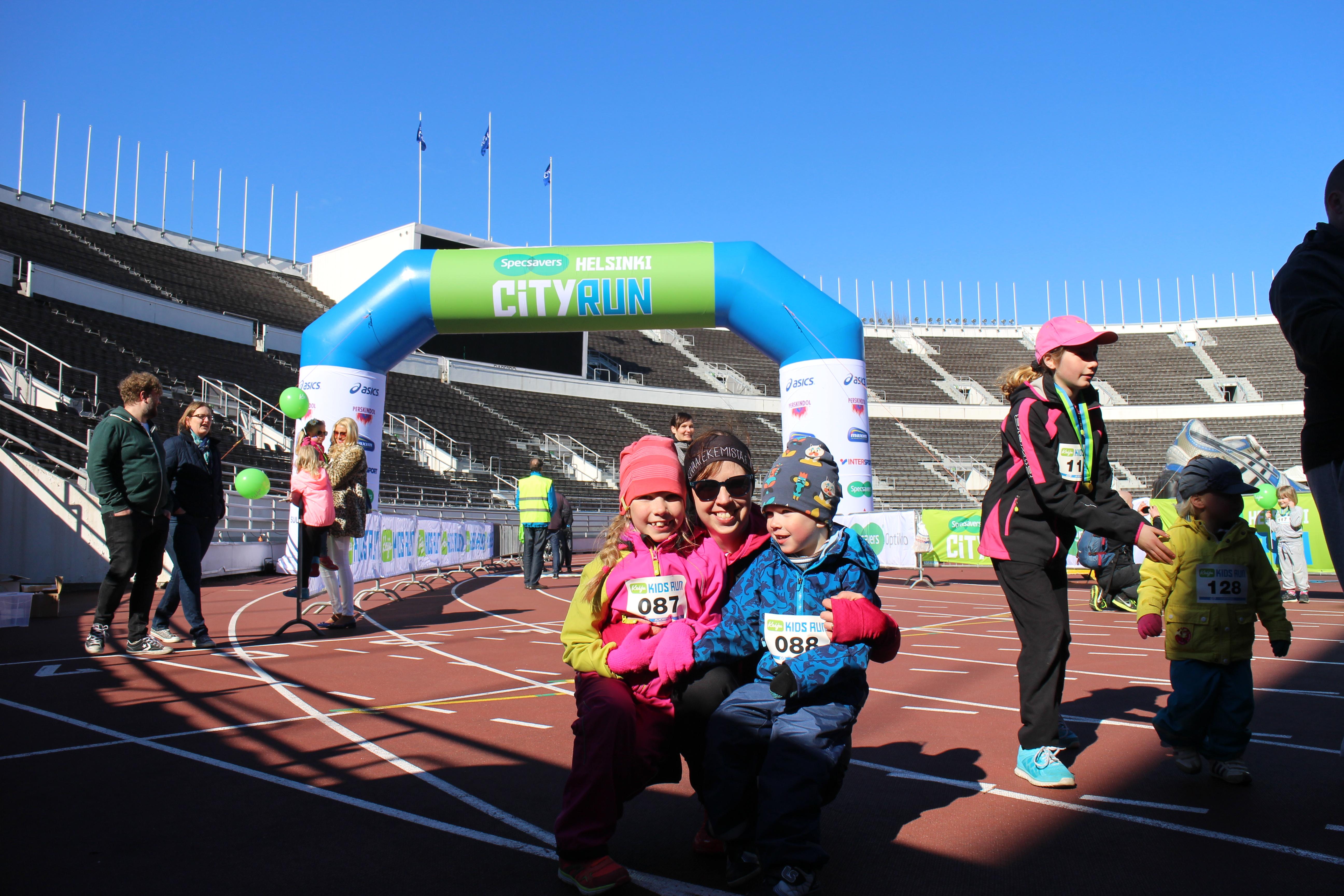 Lasten oman puolimaratonin, Keiju Kids Runin iloiset voittajat. Kuva: KivaaTekemistä.fi