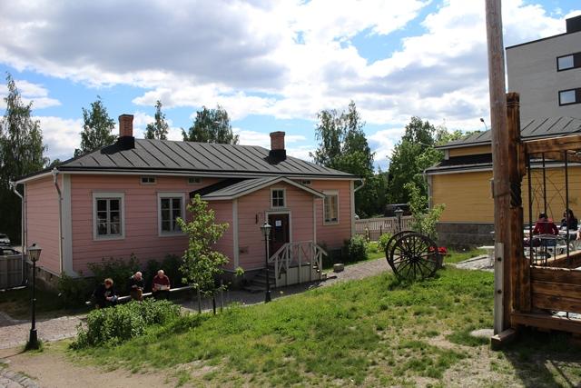Kuparisepän talo ja oikealla Puusepän talo. Kuva: KivaaTekemistä.fi