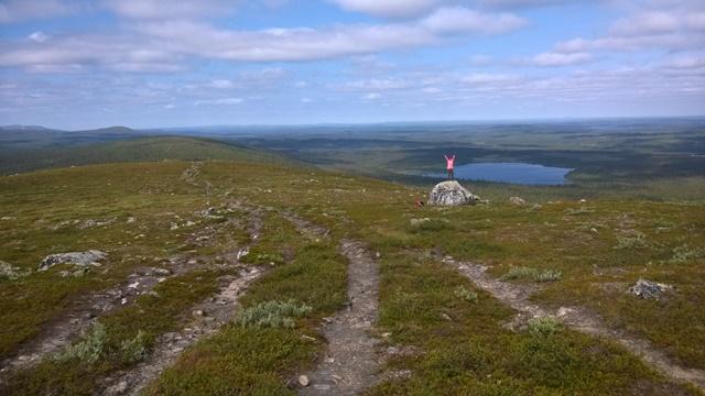 Toisen päivän toinen tunturi Lumikero, taustalla Suasjärvi. Kuva: KivaaTekemistä.fi