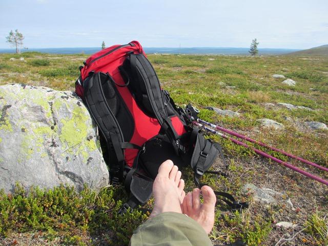 Mikäs tässä on jalkoja vilvotellessa. Kuva: KivaaTekemistä.fi