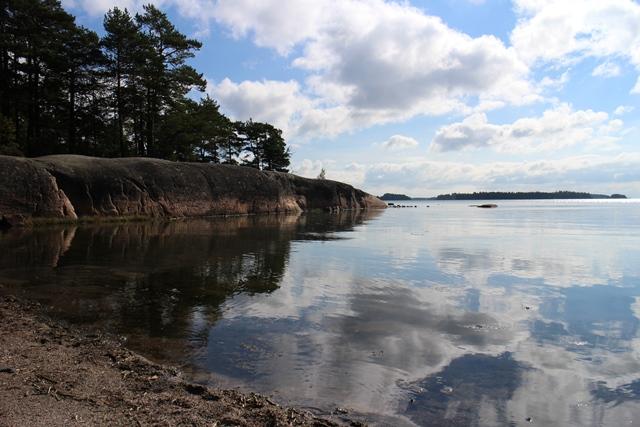 Norrkullalandetin matala ja hienohiekkainen uimaranta. Kuva: KivaaTekemistä.fi