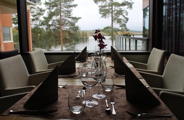 Ruokaillessa voi ihastella upeita maisemia. Kuva: KivaaTekemistä.fi