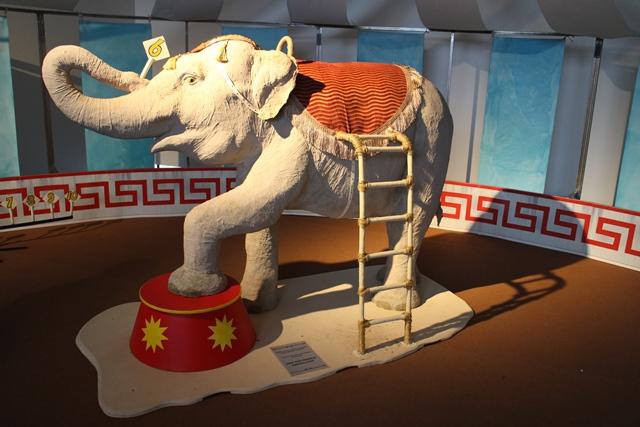 Näyttelyä varten teetettiin lapsille oma Pepita-norsu. Pepita esiintyi Tivoli Sariolassa vielä 1980-luvulla. Kuva: KivaaTekemistä.fi