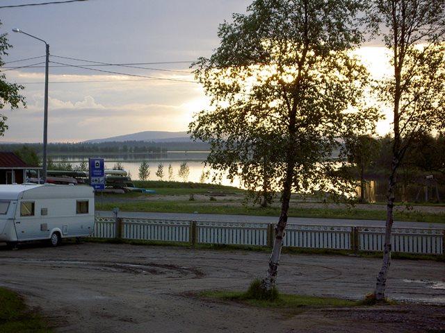 Tien toisella puolella on Pekosten ylläpitämä kunnan uimaranta. Kuva: Lomamaja Pekonen