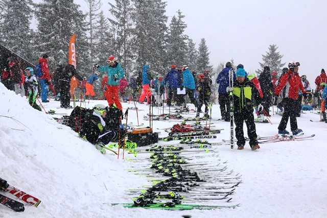 Juniorikisan tunnelmaa 7-rinteen lähtöpaikalta. Kuva: KivaaTekemistä.fi